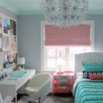 Рабочее место в спальне молодой девушки