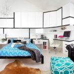 Белая корпусная мебель в дизайне спальни