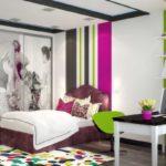 Полосатые стены в спальной комнате
