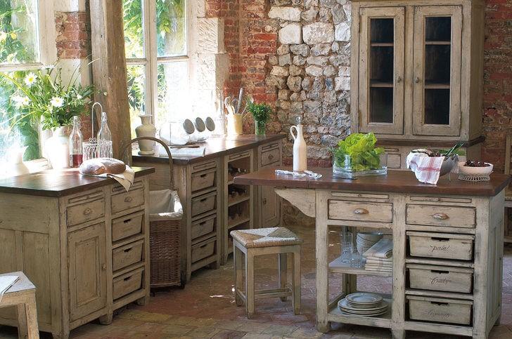 Сочетание прованса и лофта в едином кухонном пространстве