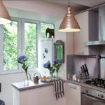 Балкон с вынесенным холодильником для совмещенной кухни
