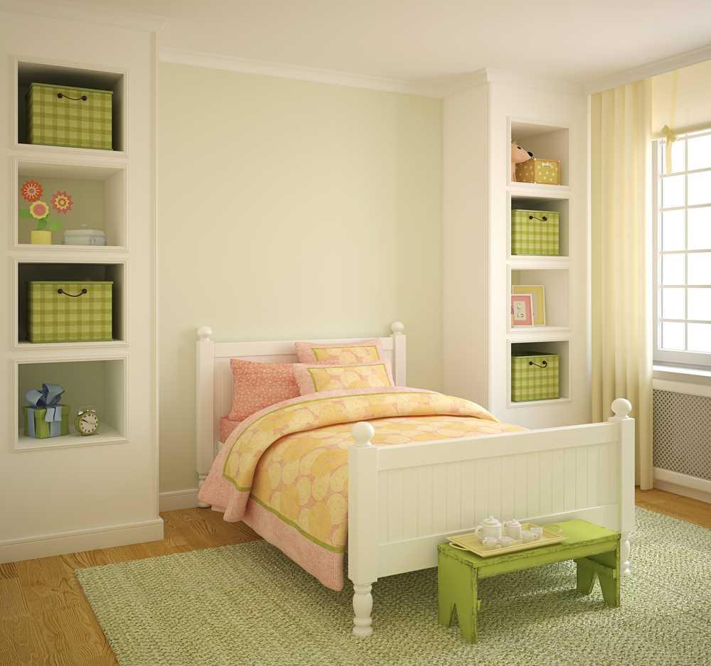 Белая кровать в детской девочки площадью в 12 кв метров