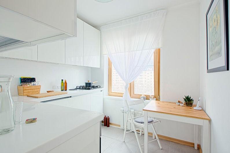 Белый столик с деревянной столешницей