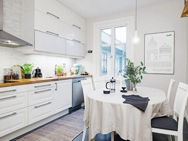 Белоснежные обои для кухни
