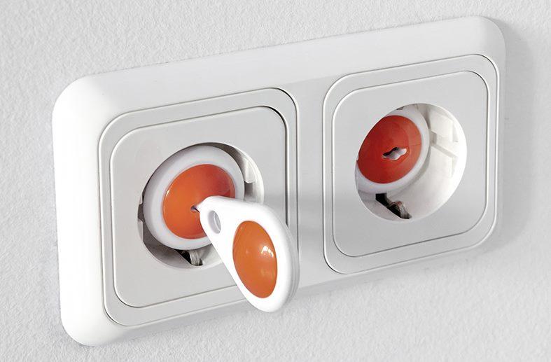 Заглушки розеток с ключами для использования в детских комнатах