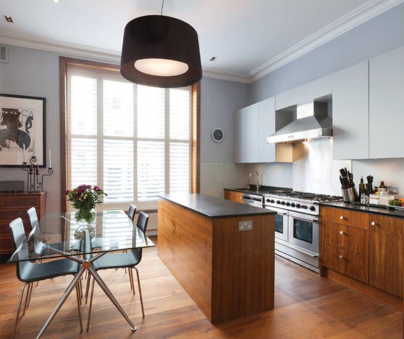Дизайн кухни с обеденным столом из стекла