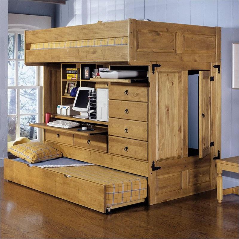 Деревянная двухъярусная кровать с выдвижным спальным местом