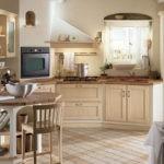 Деревянная мебель на уютной кухне в стиле прованс