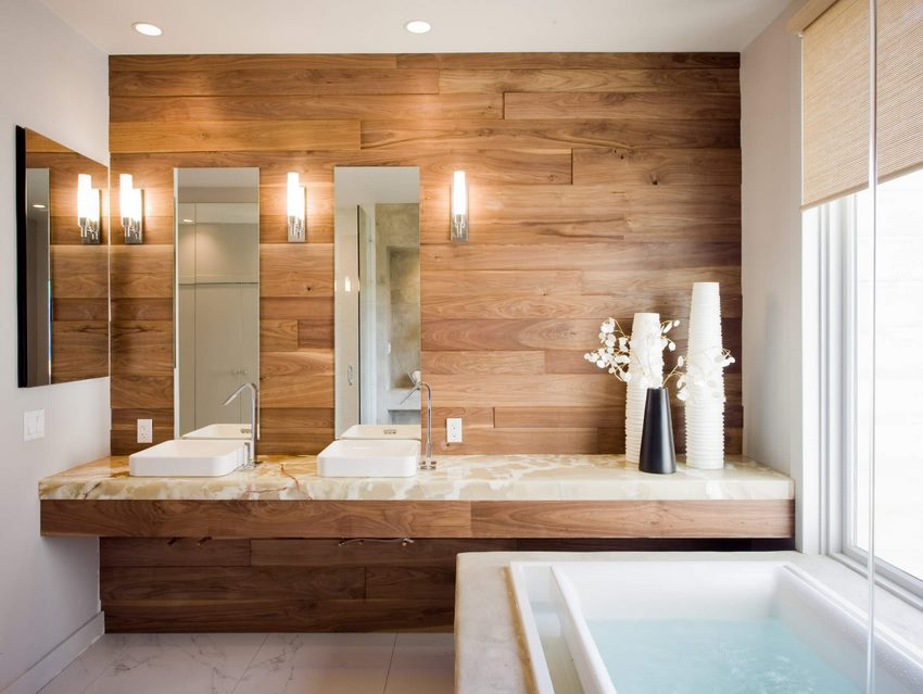 Оформление деревом стены в ванной комнате