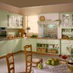 Деревянная зеленая кухня в прованском стиле