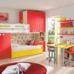Сочетание желтого цвета с красным в комнате девочки