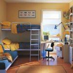 Детская комната с дверью на балкон
