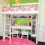 Место для творчества в комнате девочек