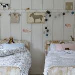 Комната девочек в деревенском стиле