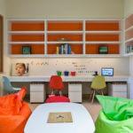 Яркие кресла в детской спальне