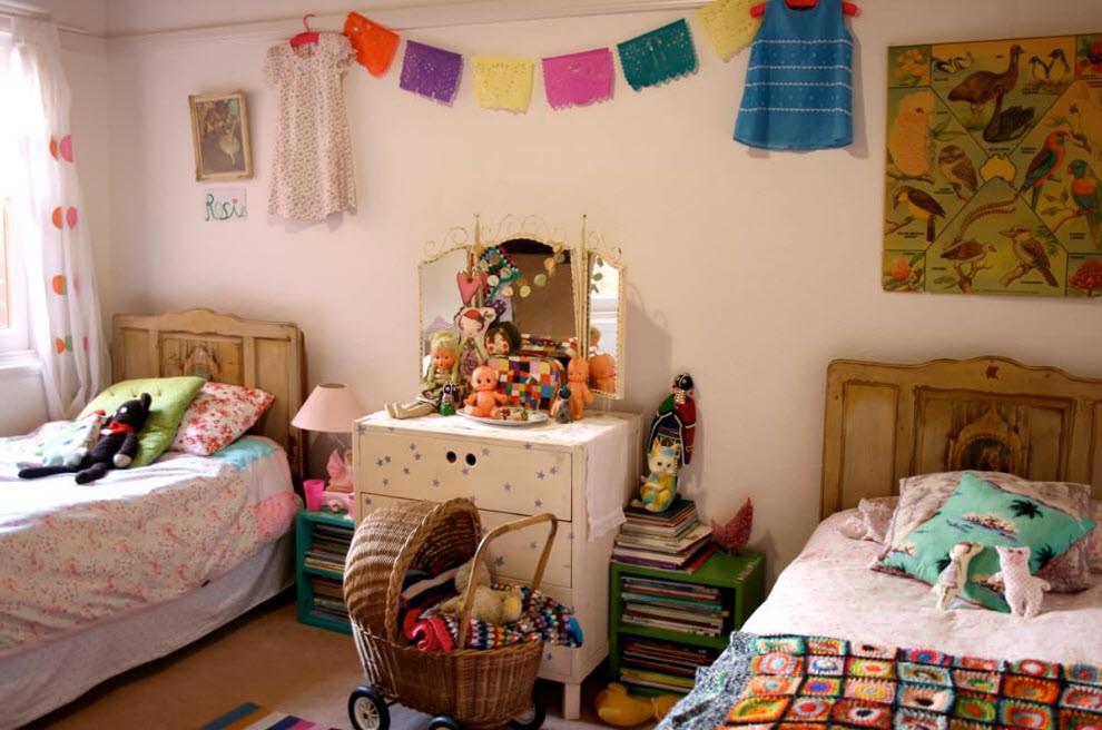 Интерьер комнаты для девочки и мальчика в деревенском стиле
