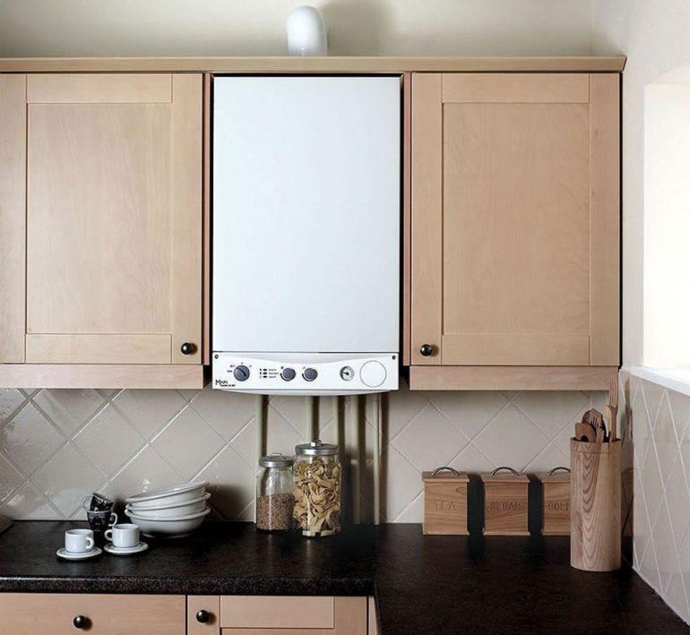 Дизайн кухни с открытой газовой колонкой