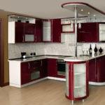 Дизайн кухни с барной стойкой в сочетании белого и бордового
