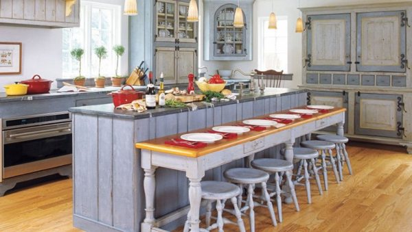 Дизайн кухни в частном доме в стиле прованс