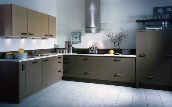 Серые стеклообои на кухне