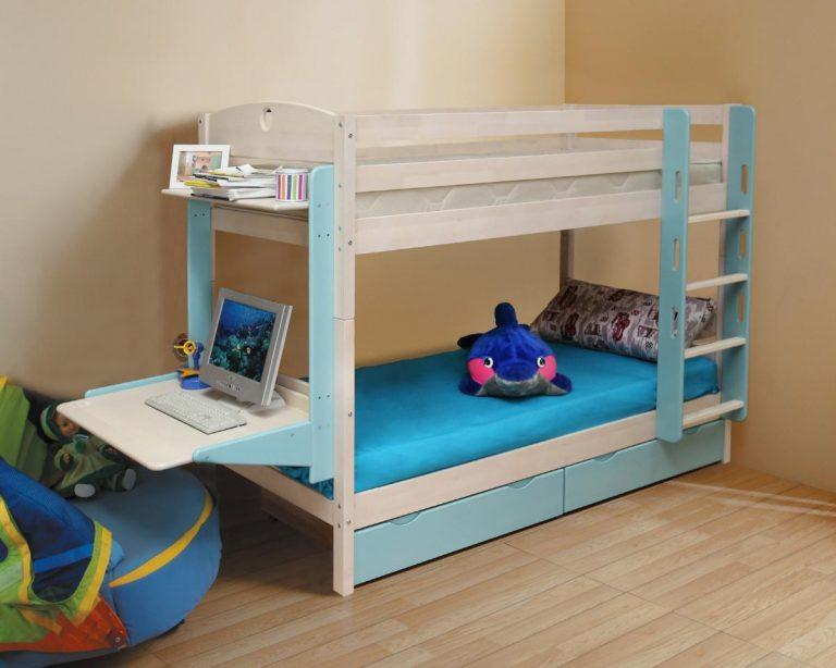 Детская кровать в два яруса с откидным столиком