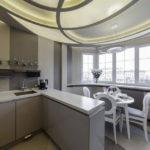 Единое пространство кухни с лоджией после совмещения