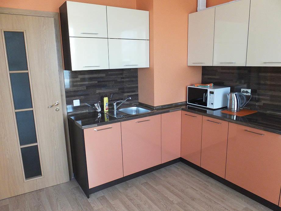 Кухня с коробом в углу фото дизайн