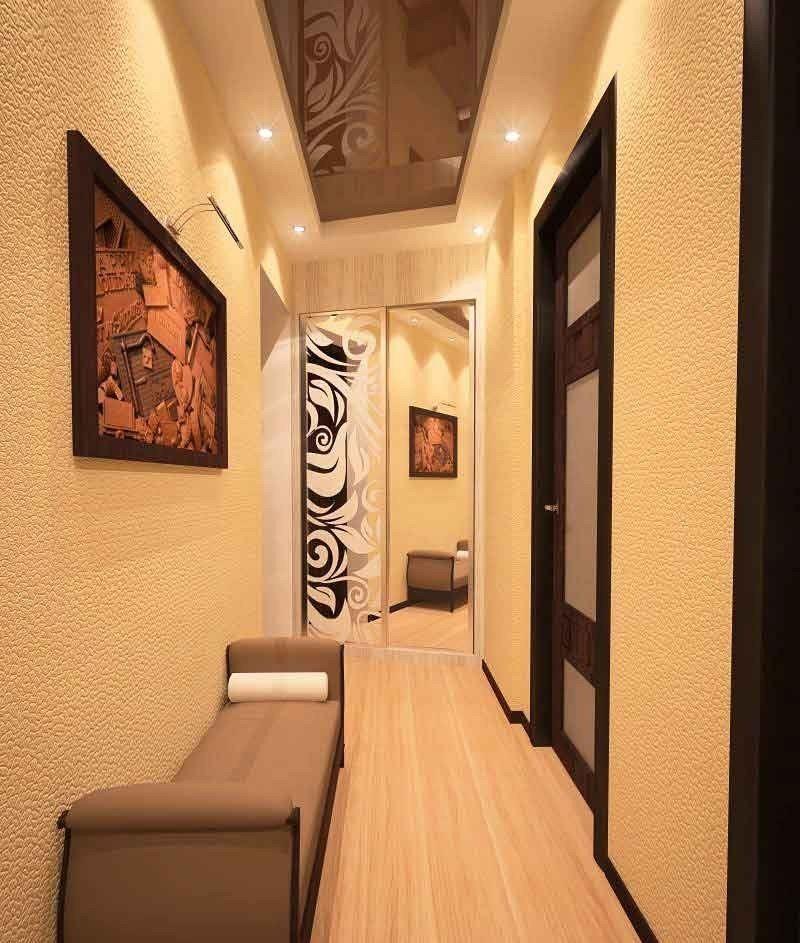 Оформление стены коридора в хрущевке с помощью картины