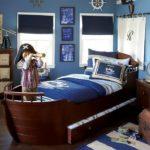Кровать в форме яхты с капитаном