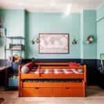 Деревянная кровать с выдвижными ящиками