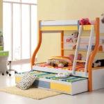Детская кровать с тремя спальными местами