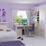Симметричное расположение мебели в детской спальне