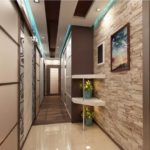 Дизайн узкого коридора с потолочными встроенными светильниками