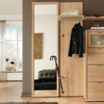 Корпусная мебель в интерьере прихожей