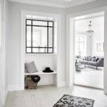 Окно в белой прихожей частного дома