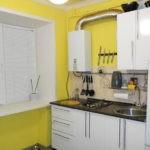 Желтые стены и белый гарнитур