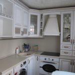 Угловая планировка маленькой кухни