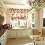 Позолоченная лепнина в дизайне кухни