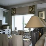 Кухня в квартире с римскими шторами