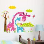 Аппликация на стене детской комнаты