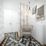 Стул с подушками в светлом коридоре