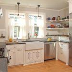 Мойка под окном кухни в частном доме