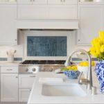 Желтые тюльпаны в декорировании кухни