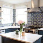 Отделка стены кухни керамической плиткой