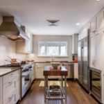 Закрытая система хранения на кухне частного дома