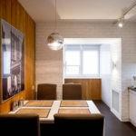 Оформление стены кухни деревянными панелями