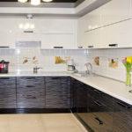 Глянцевые поверхности в оформлении кухни