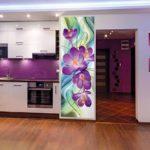 Фотообои с цветами в оформлении кухни