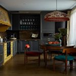 Интерьер кухни в темных оттенках