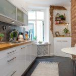 Красный кирпич в оформлении современной кухни
